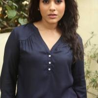 Actress Rashmi Gautam Spicy Stills (6)